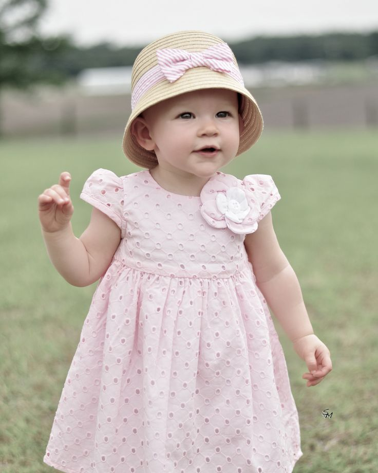 1 year old | ©Moments in Time Photography | Pinterest