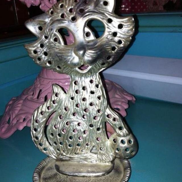 Remember this from ur childhood?? Kitty cat earring holder.  http://m.facebook.com/?_rdr#!/PrettyThingsRetroSideshow?__user=1432520436