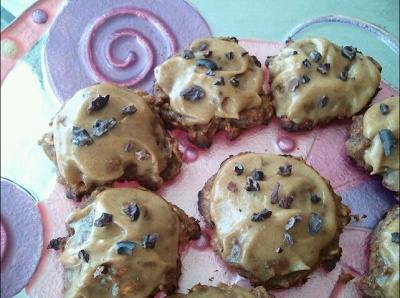 Spiced Carrot Cake Cookies w/ Vanilla Nut Frosting & Raw Cacao Nibs ...