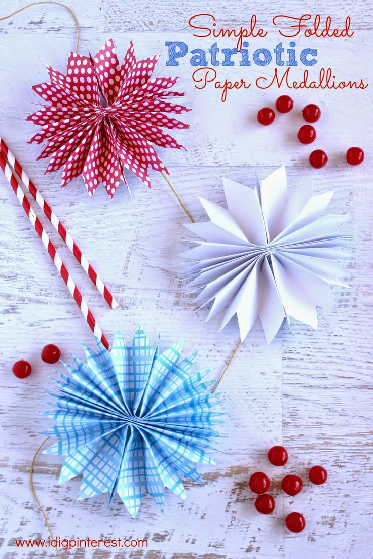 I Dig Pinterest: Simple Folded Patriotic Paper Medallions {with Garland Option}