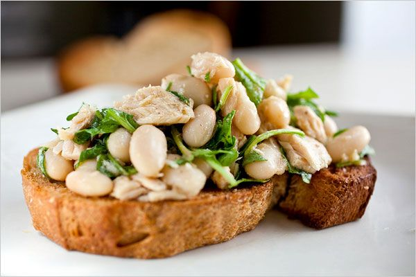 This arugula, tuna and white bean bruschetta is like a Nicoise salad ...