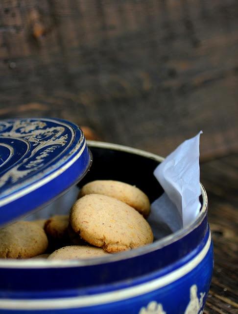 honey, almond and orange shortbread cookies