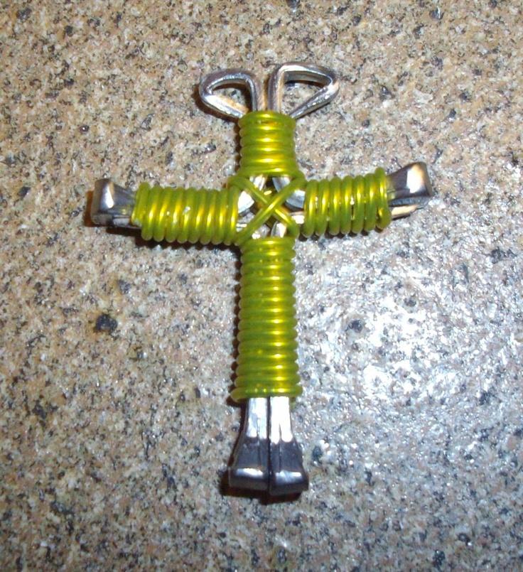 Easy to make horseshoe cross pendant. Make this pendant using 4 ...