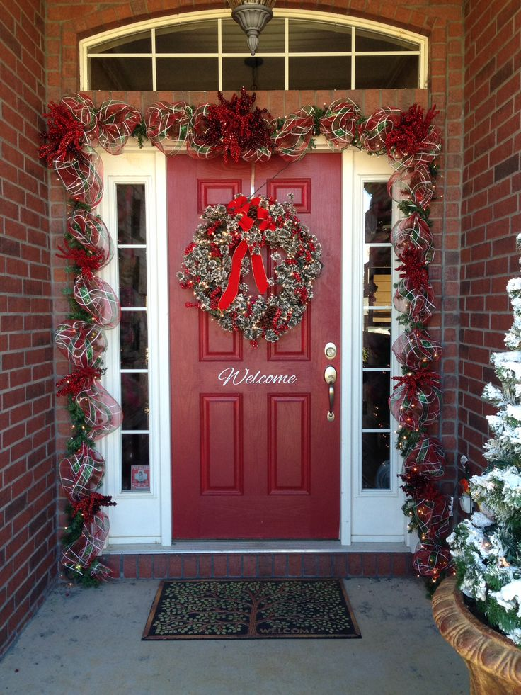 Christmas front door garland for Door garland christmas