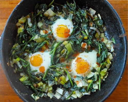 Baked Eggs With Creamy Polenta, Spinach & Garlic Recipe — Dishmaps