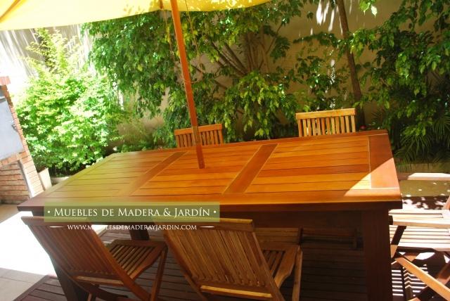 Mesa de madera con sombrilla para patios mesas pinterest for Mesas para patio