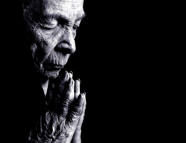 Old Woman Praying - Christian Wallpaper