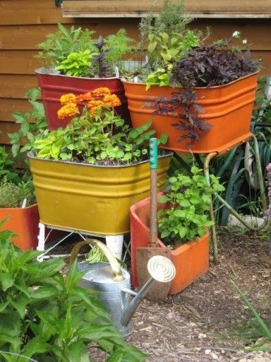 Painted wash tub garden | Repurposed, Recycled, Upcycled Garden Art ...