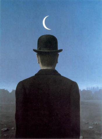 Melodía luna,  mi corazón es todo de suspiros,  dolido en tu nostálgico infinito.