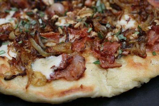 caramelized onion and Gorgonzola pizza | good food | Pinterest