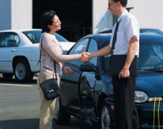 How Much Does A Car Salesman Make On A Sale