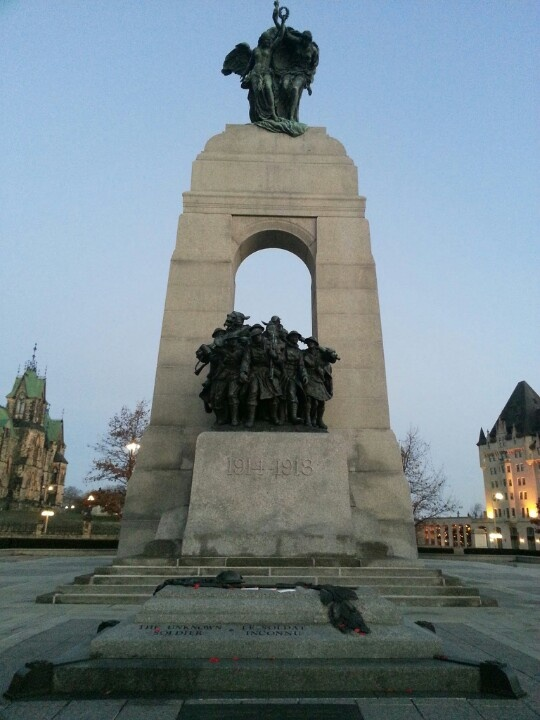 ottawa war memorial remembrance day ceremony