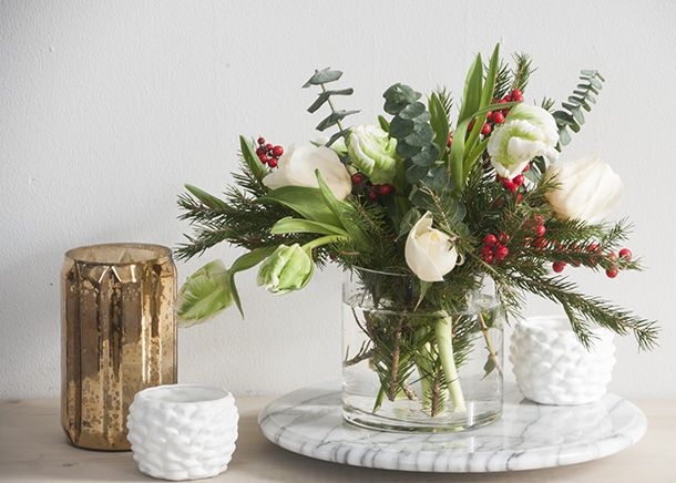 Poinsettia free christmas flower arrangements pinterest for Poinsettia arrangements