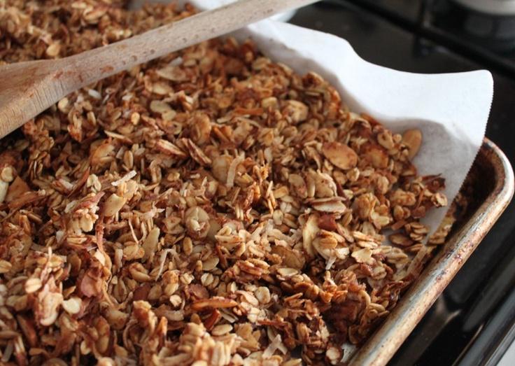 Apple Cinnamon Granola-Domestocrat | Recipes Table Food | Pinterest