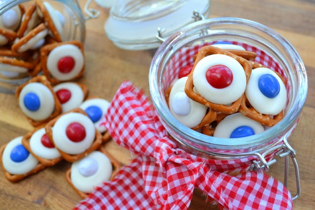Super easy snack for the 4th of July, sweet and salty candy pretzel bites