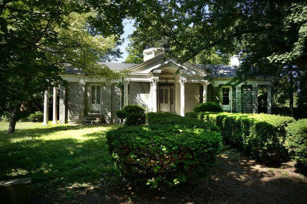 Story Lexington 39 S 161 Year Old Botherum House Gets A New Owner Garden Designer Jon Carloftis