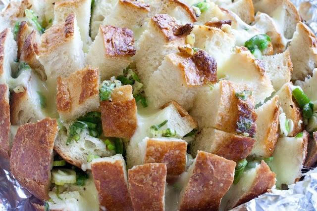 cheesy bloomin' onion bread | FoodPorn | Pinterest