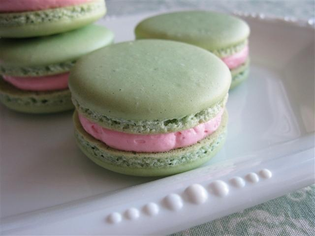Pistachio Macarons with Rose Buttercream | Delicious Desserts | Pinte ...