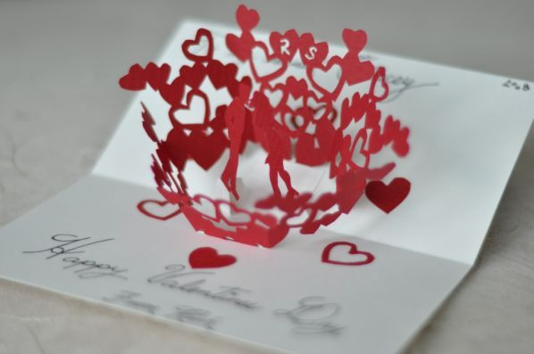 pop-up valentine's day card kissing couple