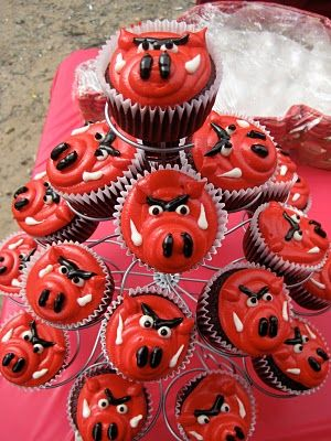 Razorback Cupcakes  I love finding stuff like this on Pinterest! Woo Pig Sooie!!