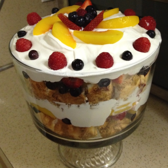 Fruit and angel food cake trifle :-) | Yummyness | Pinterest