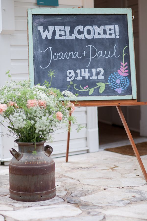 chalkboard with a welcome message! | Lahra Bryant #wedding