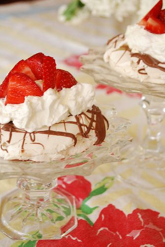 Pavlova with Whip Cream, Strawberries and Lemon Curd - your homebased ...