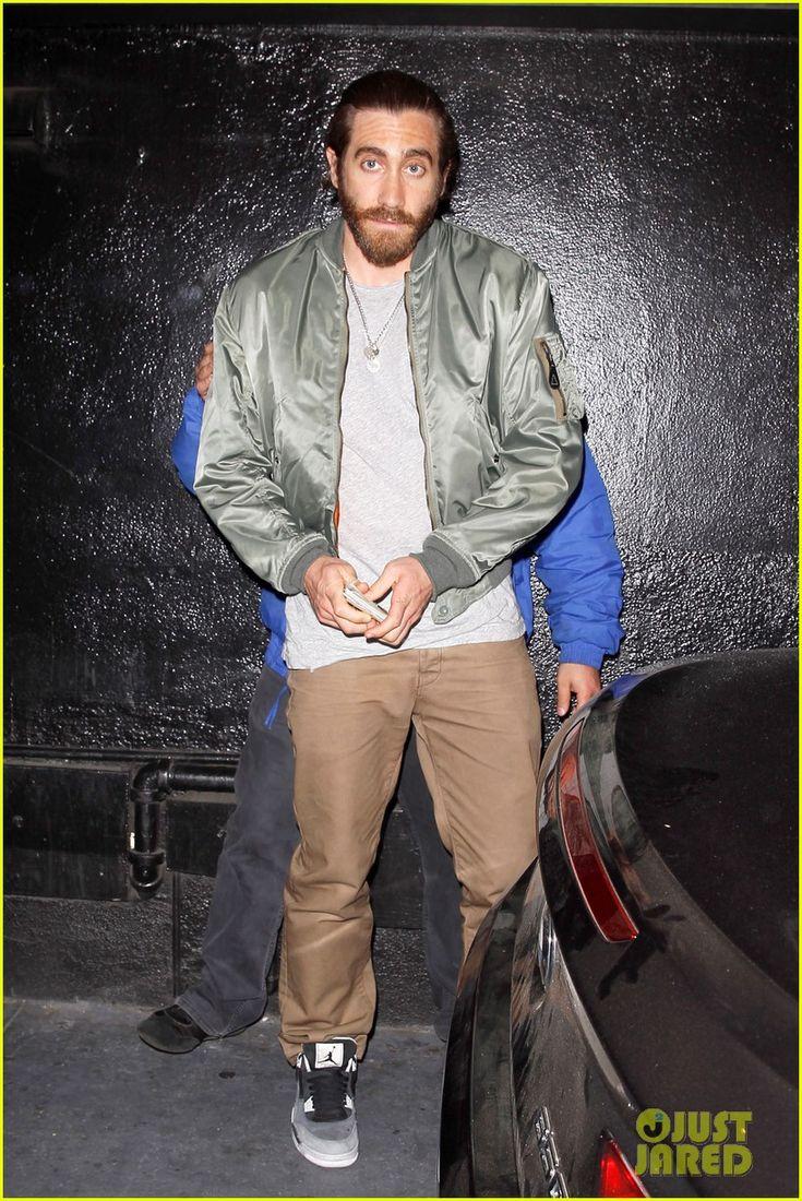 Jake Gyllenhaal keeps on rocking his scruff as he leaves the secret    Jake Gyllenhaal Scruff