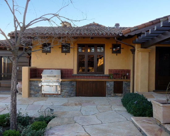 Is this bbq against the house wall tuscan villa 39 s for Spanish outdoor kitchen designs