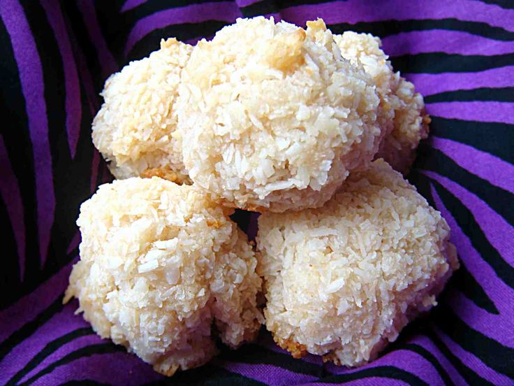 Coconut Snowballs - going to try these, need to find some coconut ...