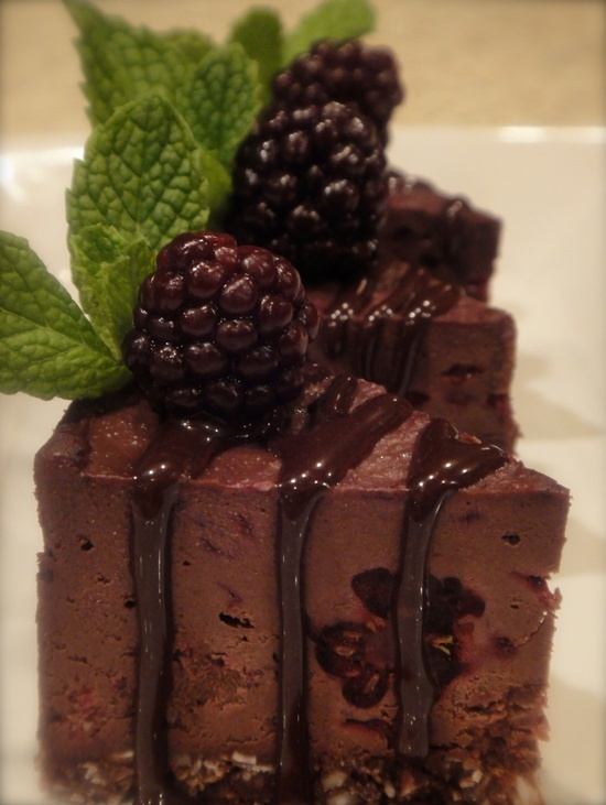Deep Dark Chocolate Blackberry Cheesecake (raw, vegan)