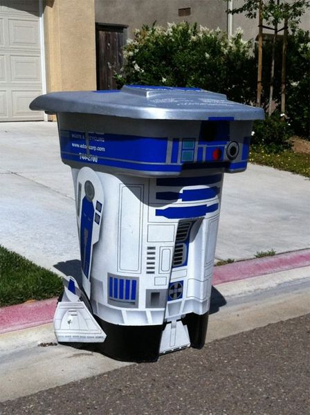 R2D2 trash can? Yes, please!!! :)