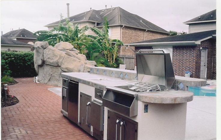 Backyard Grill Houston : White outdoor grill area in a Houston house
