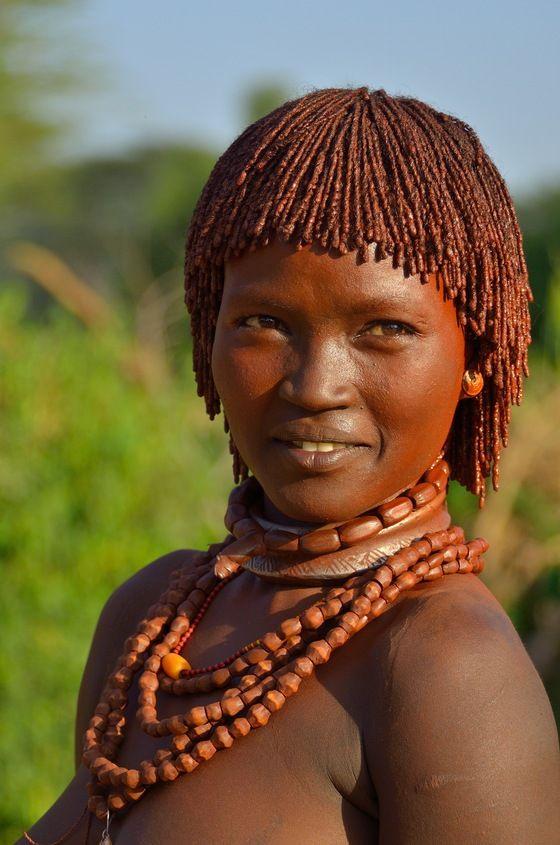 Il Sorriso Di Una ragazza Hamer, popolazione dell'Omo Etiopia Fiume # # 8marzo