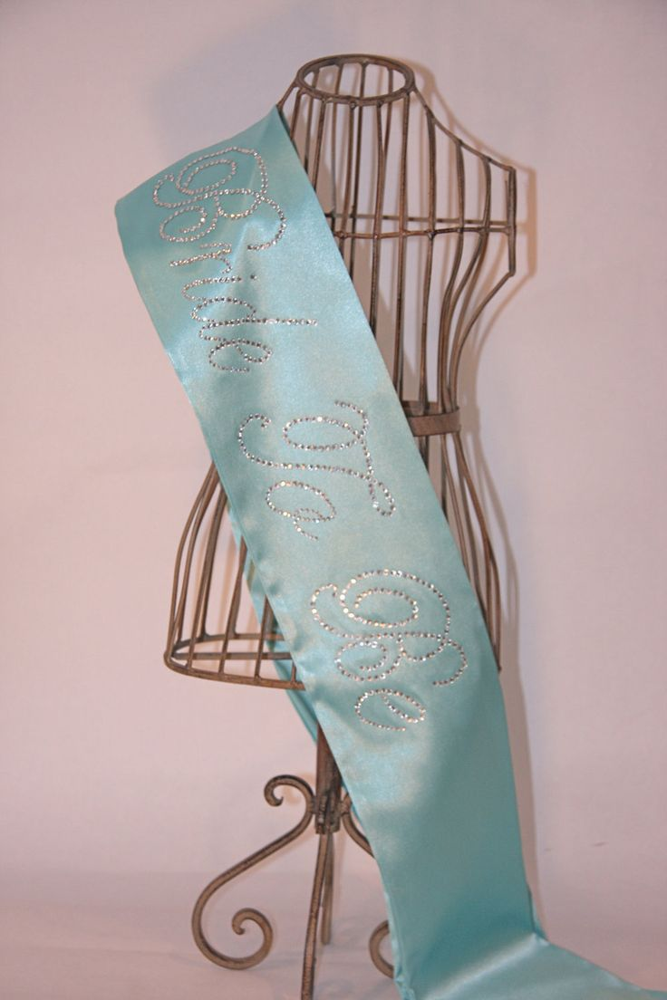 Breakfast At Tiffany Novia Para BE- Bachelorette Sash - azul de Tiffany.  $ 33.00, a través de Etsy.  (Tema del color de la diversión también)