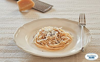 spaghetti with cheese and pepper