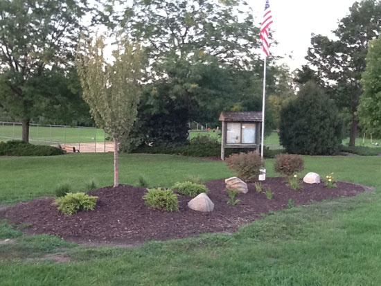 garden flag pole with solar light
