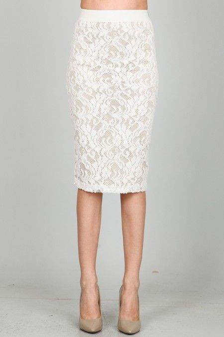 Seeing all these outfits with white skirts on the internet, determined me to buy other types of white skirts. I admit that the idea of wearing a white lace skirt outfit during spring summer season, seemed to be a very good one.