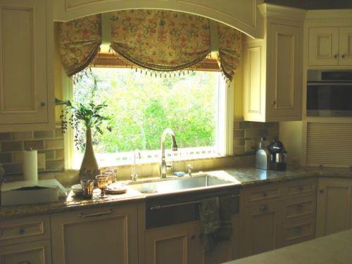 Kitchen window valance home sweet home ideas pinterest for Kitchen cornice ideas