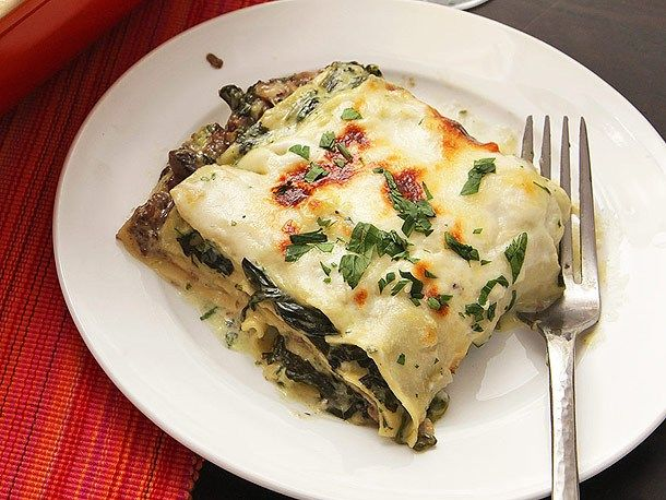 Kick-butt Spinach and Mushroom Lasagna | Please pass the veggies ...