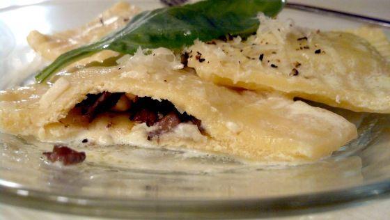Mushroom ravioli with garlic cream sauce | Food & Drink | Pinterest