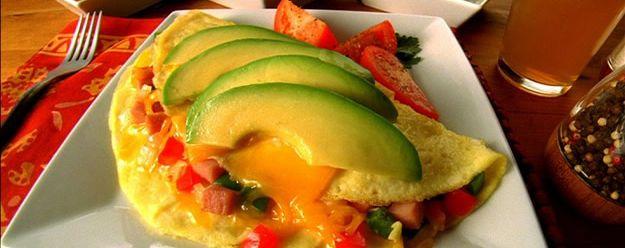 Ham and avocado Omelet | Desayuno / Breakfast | Pinterest