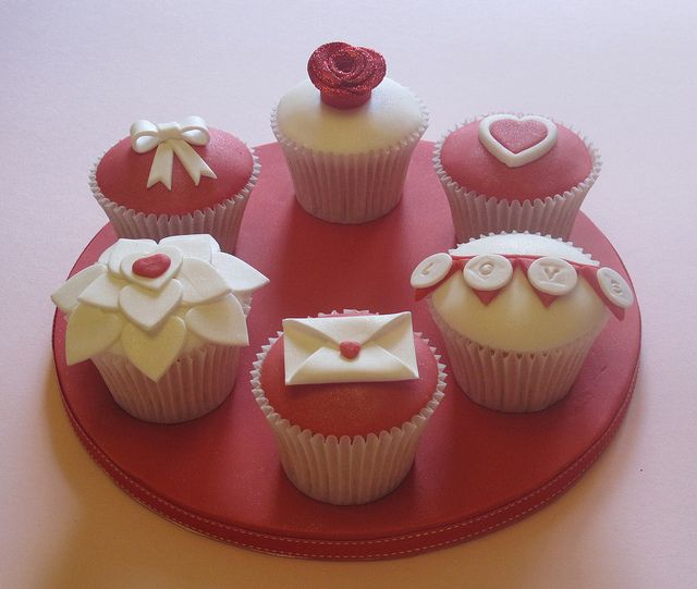 valentine's day cupcakes and cashmere