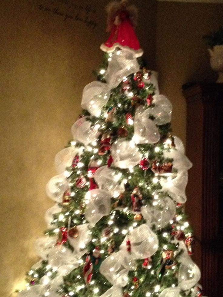 Christmas tree with white mess ribbon christmas pinterest for White christmas tree pinterest