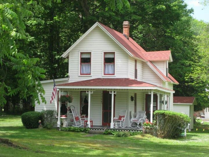 Farmhouses make me happy farmhouses barns pinterest for Old country homes
