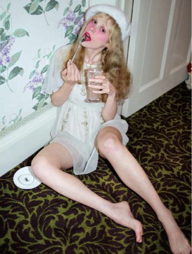 petite meller nero magazine girl fashion pinterest. Black Bedroom Furniture Sets. Home Design Ideas