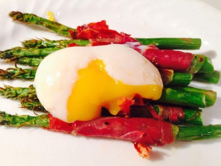 Sous Vide Recipes -- Prosciutto Wrapped Saparagus and Egg