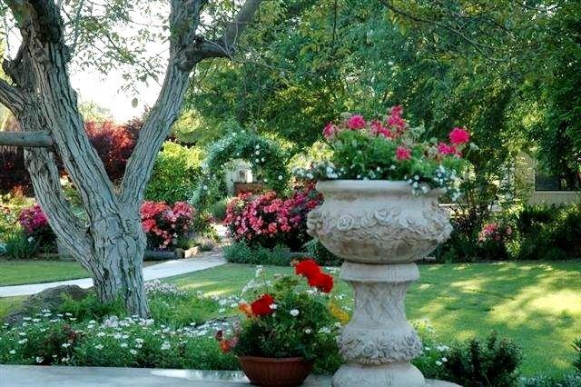 Joy Hale,  wedding garden