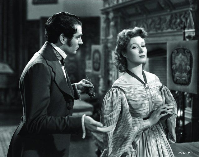 Still of Laurence Olivier and Greer Garson in Pride and Prejudice