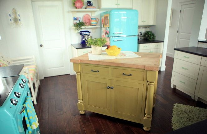 vintage appliances, green island  kitchen love  Pinterest